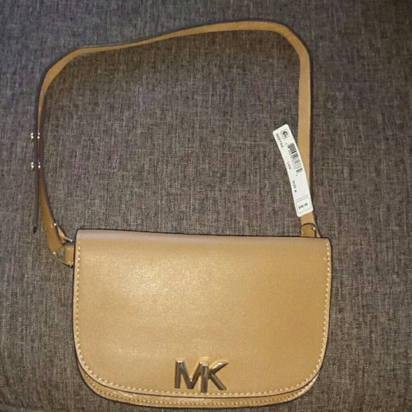 fad38389a041 Michael kors fanny Pack size small. NWT
